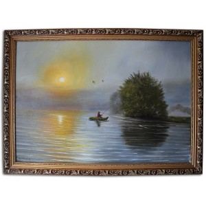 Рибак  тянущий рыбу на лодке